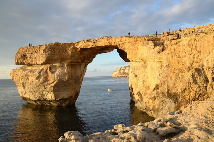 arche-calcaire-naturelle-de-malte-azure-window-effondree[1].jpg